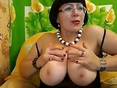 Busty brunette mom fingers her asshole and kneads her 2mens 1 female boobs