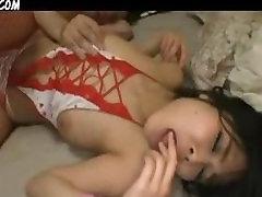 Japonų Mergina Mėgsta Gauti Prikaltas Du Gaidžiai