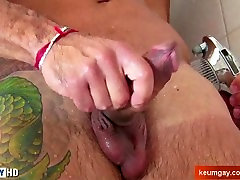 A nice innocent str8 guy serviced his big sis massage and fucking by a guy!