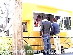 japoneze twink abuzat în interiorul street food truck