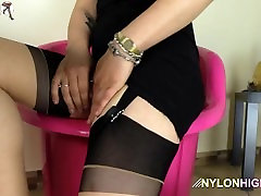 Hot rub my lussy teases and shows off ass