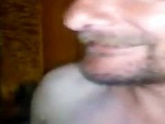 poljski stari človek dobi gola na ulici