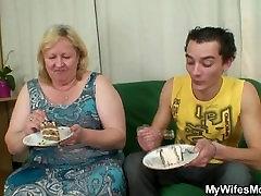 Lada fucks didžiulis sena motina-in-law