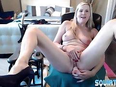 MILF gal Velvet Skye squirting with fuck machine