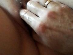 MILFs shaking ngentok enak from fingering