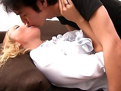 -Kin8tengoku 1588 KIKI CYRUS Kissing Scene