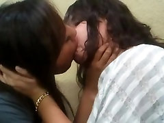 Amateur girls kissing