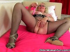 Britų granny Claire Riteris yra pleasuring savo senas šiknius
