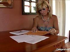 Karstā MILF laiza viņas blondīne pameita s incītis
