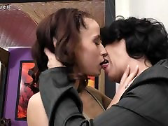 Sexy girl fucks mature lesbian kinkyandlonel