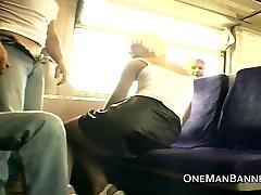Visuomenės drąsus lytį ir mirksi ant traukinio