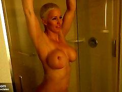 Hot blonde muscle Milf BJ & fucks in bath