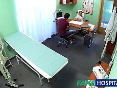 FakeHospital सुनहरे बालों वाली नर्स उसे रोगी