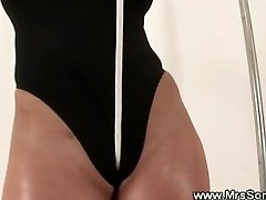 Mature japanese girl alone need sex gives her pussy a workout