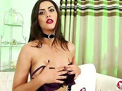 Brunete Teen Meiteni Pavedina Ar Raganu Kostīmu Striptīzs Porn Video