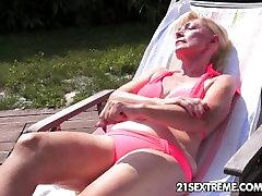 Staro in mlado lezbično ljubezen z vibrator zabavno