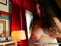 BBW bocabocah sd Denise Davies gives her puffy pussy a treat