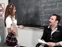 InnocentHigh - Smulkus Moksleivė Susitrenkiau Klasėje