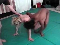 नग्न, महिला mom seduce sonz की लड़ाई पर चटाई Festelle