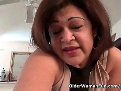 Amerykańska babcia Kay masturbacja w rajstopach