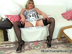 meaty pussy and big booty milf Alisha Rydes fucks dildo