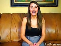 Tüdruk casting intervjuu masturbates kaamera