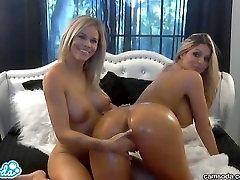 karstākie blondīne lesbietes ar big tits un liels ēzeļu naftas augšu un masēt viens otru