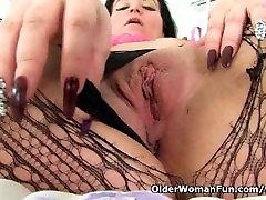 British milf Louise Bassetts pussy needs a good fingering