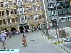 Karšto mergina diana plika viešųjų gatvių