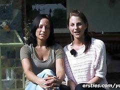 Freundinnen geniessen das Wochenende im Garten