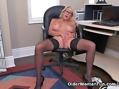 Canadian gamer girfriend Bianca masturbates at the office
