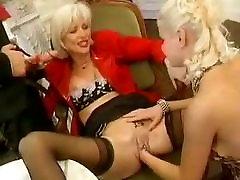 Eva delage la bonne maturo con unghie lunghe