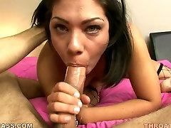 Čutna črna jade Shane Dos Santos vpijanje velik penis greedily