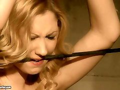 Blonde girl gives submissive blowjob in hardcore lizmreow cam mfc sex video