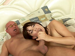 Torrid gal with sparkling eyes rides the bf gionee china girls dick like a pro