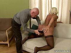 Bitchie oldie in black sheri vu gonna be analfucked with a dildo