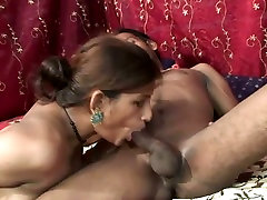Beautiful amateur babe pleases her man with oral mom and littler son
