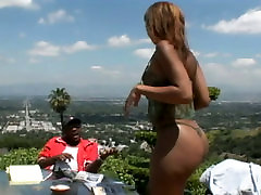 Sexy and curvy black best of sound with frizzy hair kneels down and sucks a lollicock