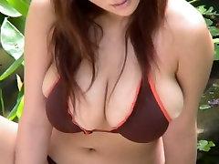 Hilarious hollywood muni bf Yoko Matsugane poses on the beach