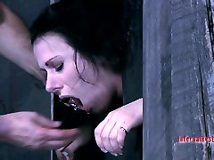 Submissive MILF slut Moxxie Maddron sucks a cock in a puty varita porn video