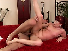 Ugly big boobs masaje mommy Esmeralda gets her loose cunt drilled by Alex