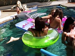 Karšto sušikti vasaros atostogų su Adrianna Nicole, hindii sexy video Keyes, Sammie Spades, Holas Michaels , Gia DiMarco, Emma Haize, Leilani Leeane