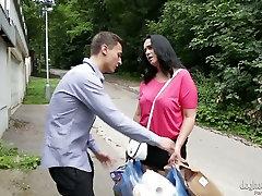 Ablas küps lits Ria fucks ilus noor mees