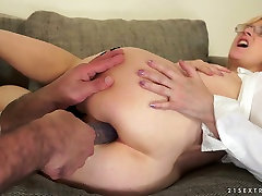 Mature slut Jennyfer enjoys dirty anal banging with her neighbor