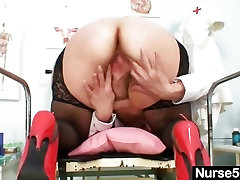 Filthy degraded by urine garden skirt toys her hairy pussy with speculum