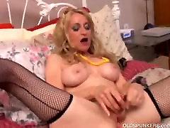 Sexy puma, zeķes fucks viņas vagīnā un dibenā, lai jūs