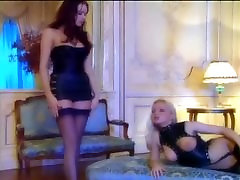 MFF threesome with babes in leather and nylons