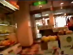 asiatice exib în stradă și magazin