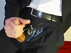 Džutas sur mon kostīms. Cum par manu uzvalku