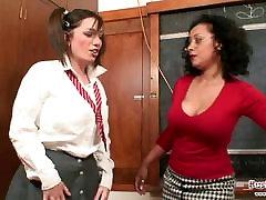 शिक्षक Danica छात्र को सज़ा मिशेल